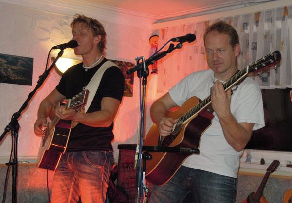 Zwei Brüder, zwei Gitarren und viel Gefühl beim Besablues am 23. Oktober in Krummhardt