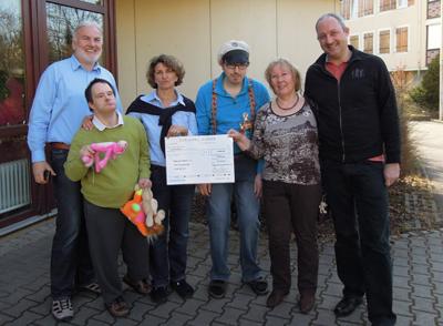 Kulturverein Krummhardt überreicht Spendenscheck an die Diakonie Stetten